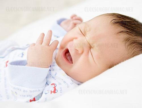 9 Quy tắc vàng trị nghẹt mũi sổ mũi cho trẻ sơ sinh mẹ cần biết